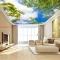 Giấy dán tường phòng khách dán trần nhà c210